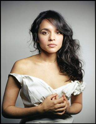 norah jones what am i to you перевод